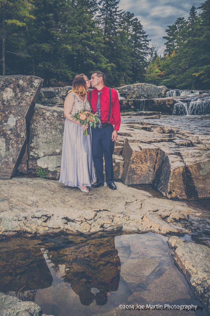 The kissing Couple at Jackson Falls, NH