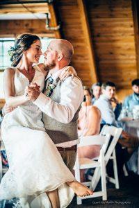 wedding couple dacning