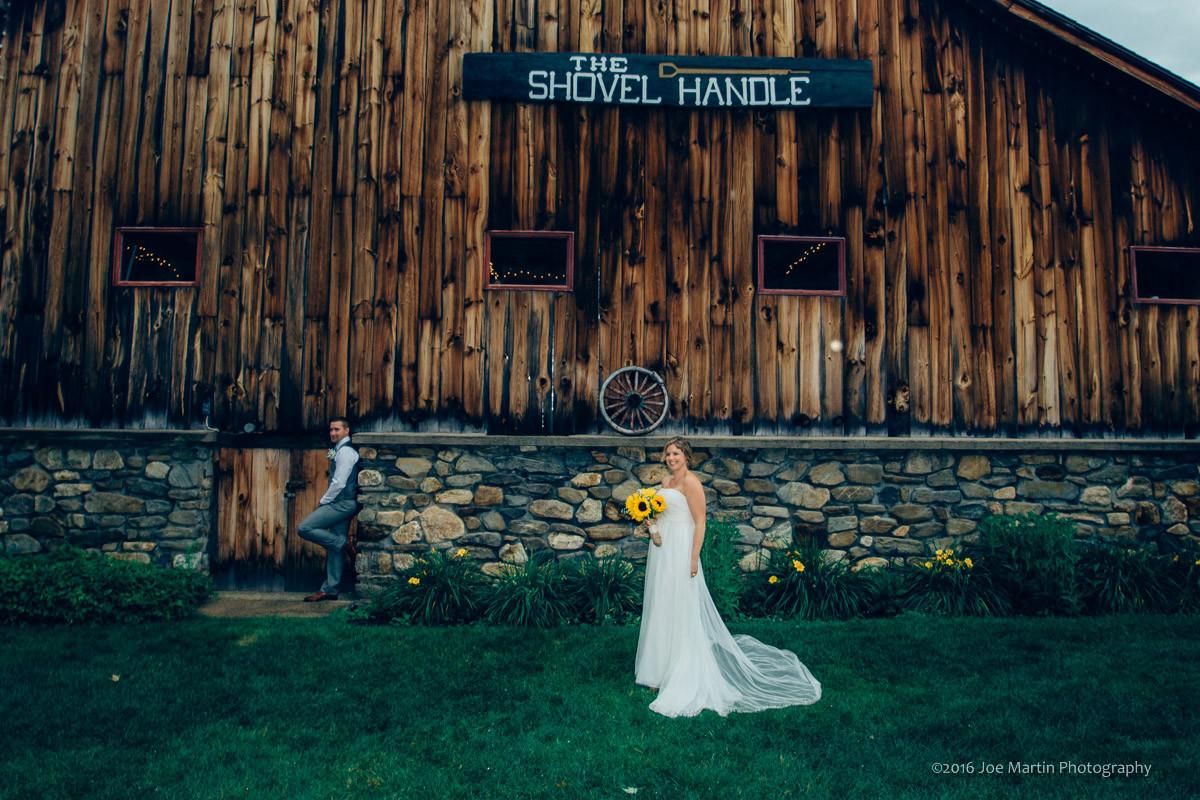 Having a Wedding at Whitney's Inn   Whitney's Inn & Shovel Handle Pub   New Hampshire Wedding